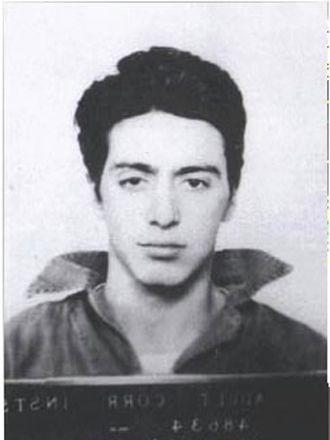 Yeniyetme Al Pacino. Silah bulundurmaktan içerde!